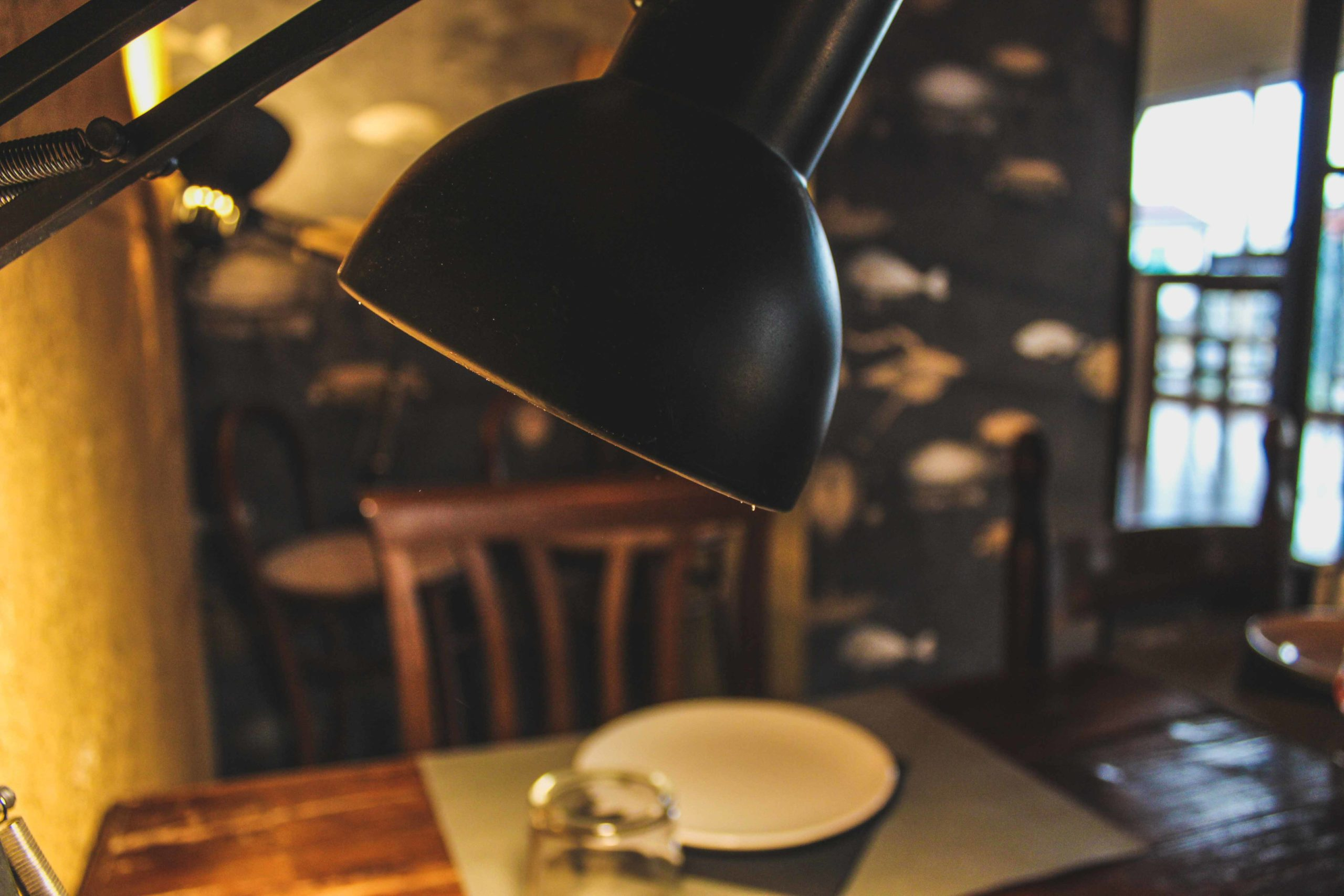 lampada per luce soffusa in sala da pranzo